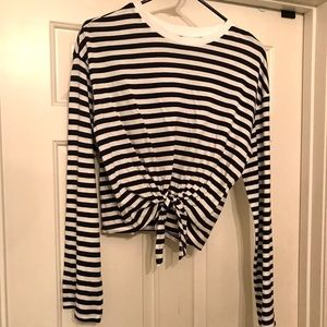 Long sleeved cropped t-shirt